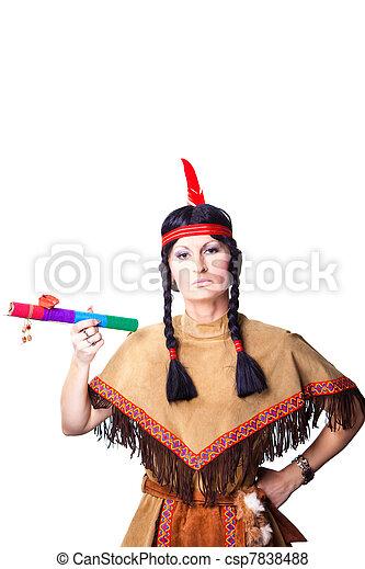 Image de la catégorie Jeune femme en bonnet de guerre coiffe des Indiens dAmérique fume la pipe Image 29282704.