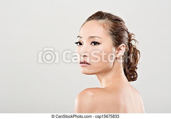 Asiatisches Schönheitsfoto - csp15675833