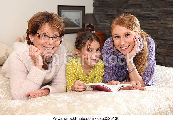 porträt, familie, drei generationen - csp8320138