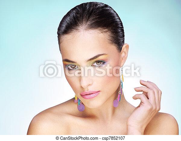 Portrait einer hübschen jungen Frau - csp7852107
