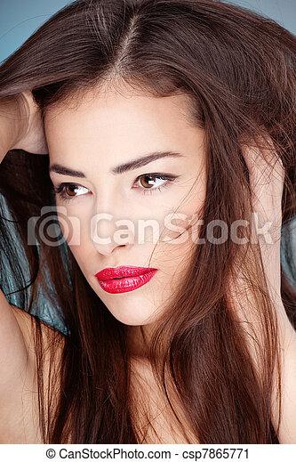 Porträt einer hübschen jungen Frau - csp7865771