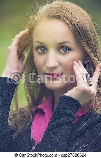 porträt, frau, junger, hübsch - csp27820624