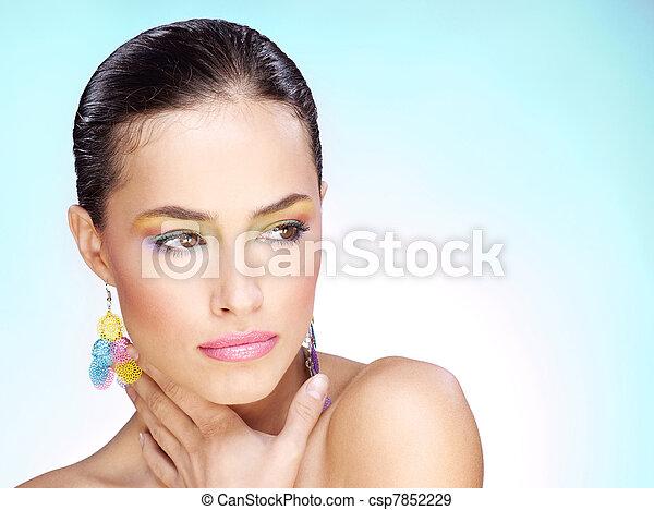 Portrait einer hübschen jungen Frau - csp7852229