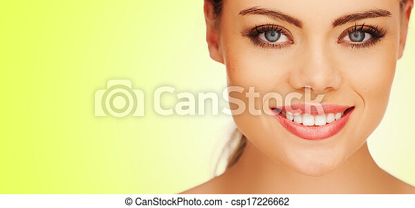 Hübsches Mädchenporträt - csp17226662