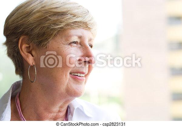 portré, nő, idősebb ember - csp2823131