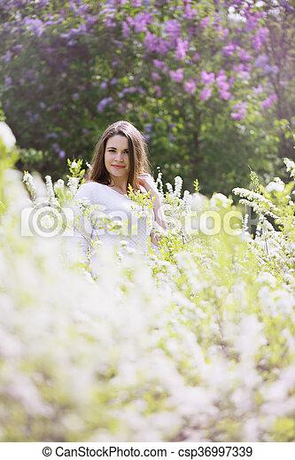 portrait, buisson, blanc, girl - csp36997339