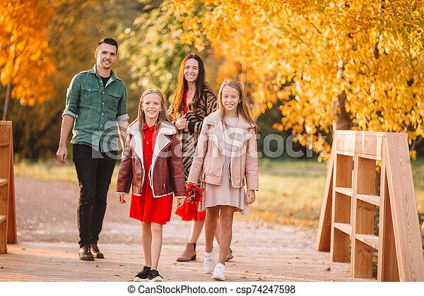 portrait famille, heureux, automne, quatre - csp74247598