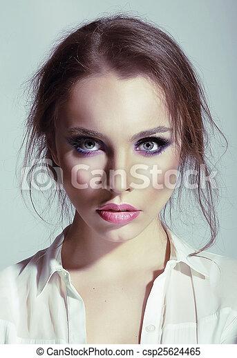 portrait, femme, sensuelles, jeune, beauté - csp25624465