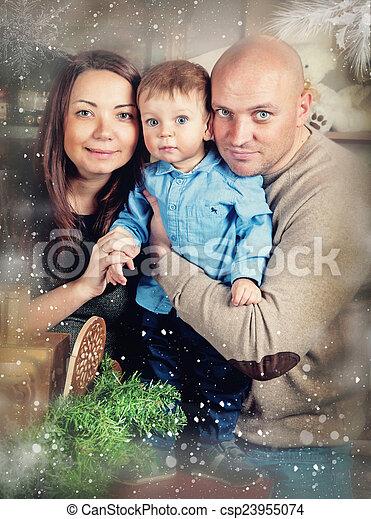 portrait, jeune famille, noël - csp23955074