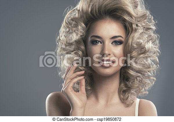 Portrait of a beautiful woman - csp19850872