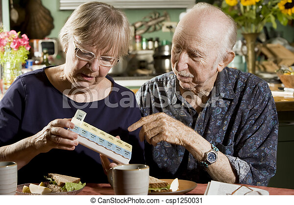 Portrait of Senior Couple with Pill Case - csp1250031