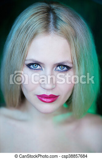 Portrait of young woman - csp38857684