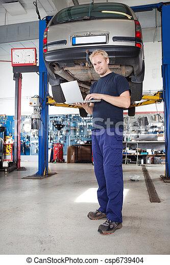portrait, ordinateur portable, mécanicien, fonctionnement, sourire - csp6739404