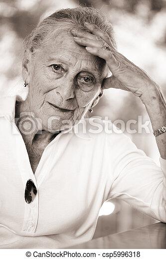 portrait, personne agee, peu profond, woman., dof. - csp5996318