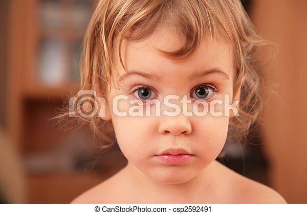 portrait, petite fille, triste - csp2592491