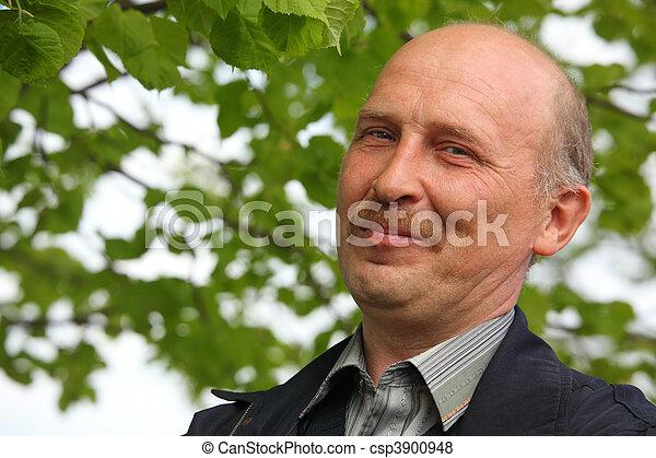 portrait, sourire, extérieur, homme mûr - csp3900948