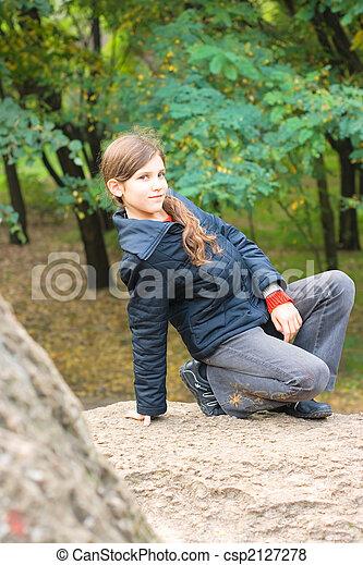 Portrait teen girl outdoor - csp2127278
