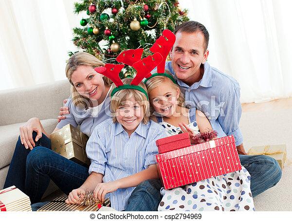 portrait, temps noël, famille, heureux - csp2794969