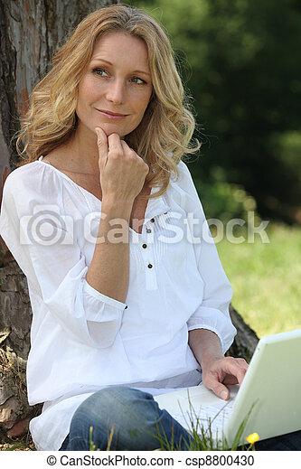 portret, laptop, kobieta - csp8800430