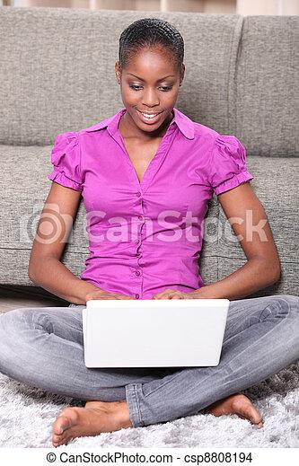 portret, laptop, kobieta - csp8808194