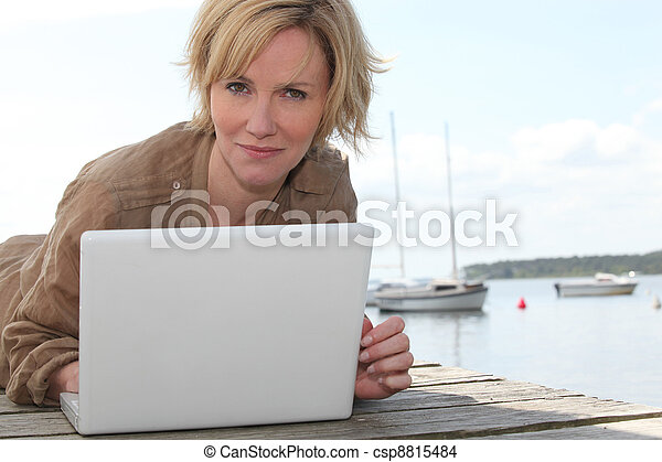 portret, laptop, kobieta - csp8815484