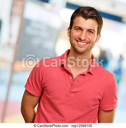 portret, uśmiechanie się, młody mężczyzna - csp12568100
