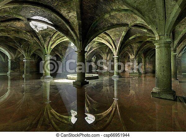 Arco de la antigua habitación subterránea tanque portugués en el jadida, Marruecos. - csp66951944