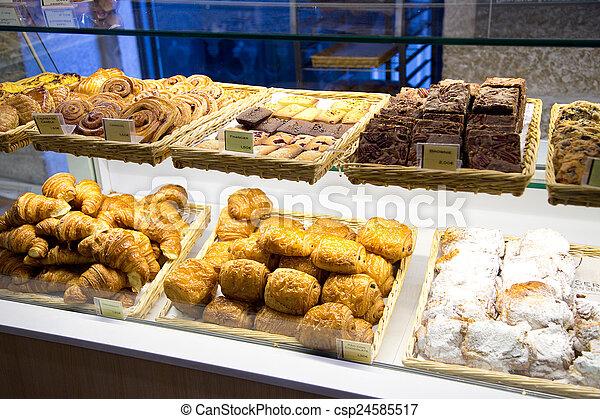 En la panadería portuguesa - csp24585517