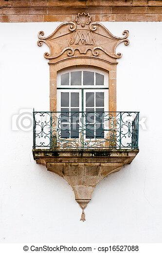 Una ventana portuguesa - csp16527088