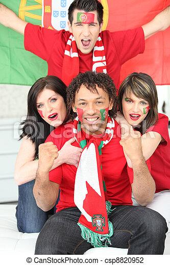 Fans del fútbol portugués celebrando - csp8820952