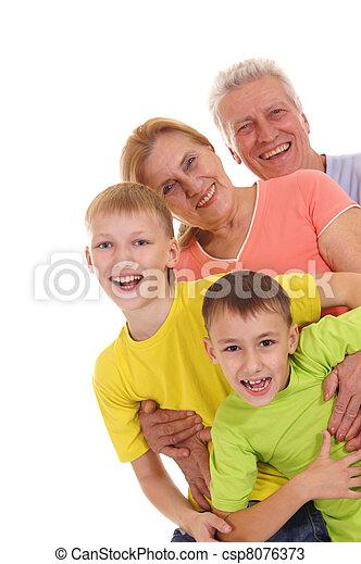 Familia feliz posando - csp8076373