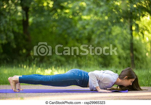 pose yoga parc ruelle chaturanga dandasana beau