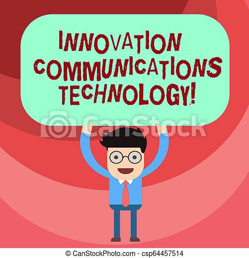Tecnología de comunicaciones de texto. El concepto comercial de mejora en los servicios y dispositivos que el hombre sostiene sobre su cabeza en blanco pizarra de color rectangular. - csp64457514
