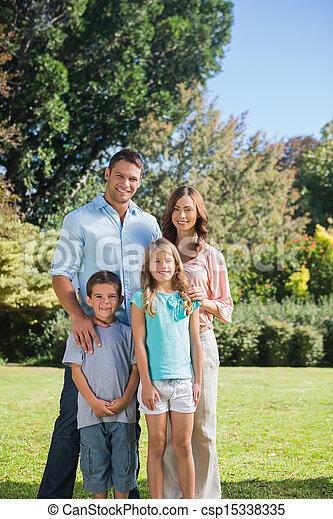 posición, campo, familia  - csp15338335