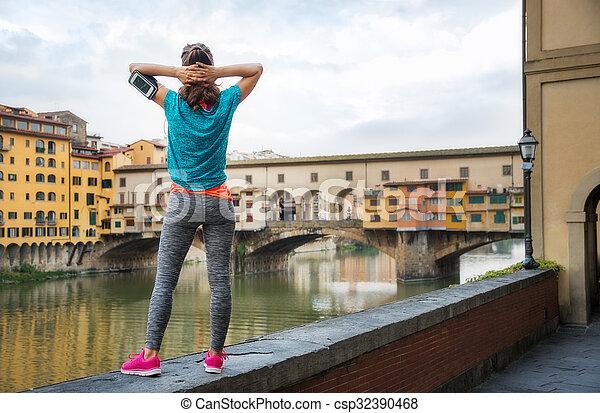 posición, mujer, ponte, relajado, vecchio, condición física, frente - csp32390468