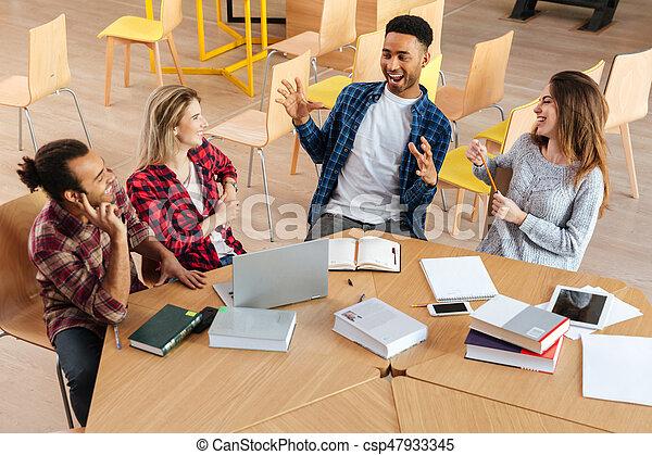 posiedzenie, studenci, inny., biblioteka, mówiąc, każdy, szczęśliwy - csp47933345