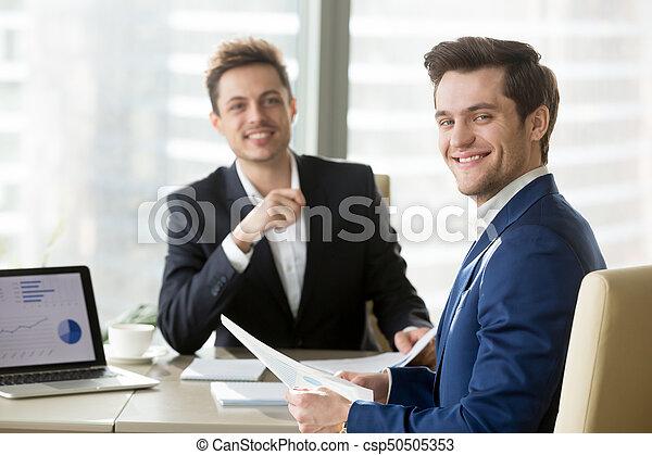 posing, businessmen, стол письменный, в течение, встреча, счастливый - csp50505353