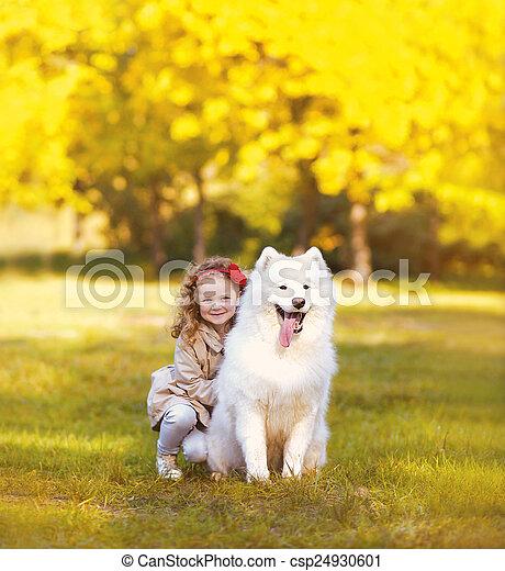 positif, dehors, ensoleillé, chien, chaud, enfant, amusement, avoir, heureux - csp24930601