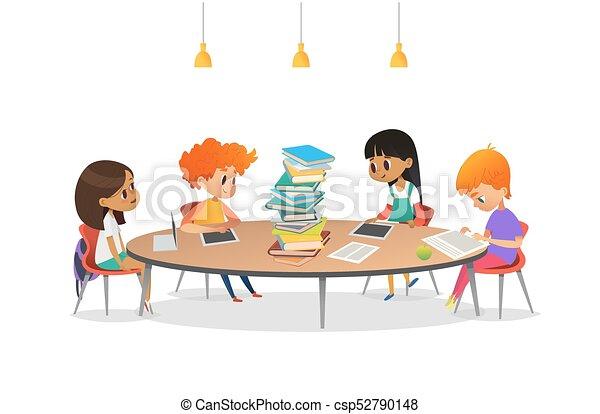 Poster., moderne, livres, table, enfants, groupe multiracial, bannière, tas, lecture, circulaire, il, autour de, séance, | CanStock