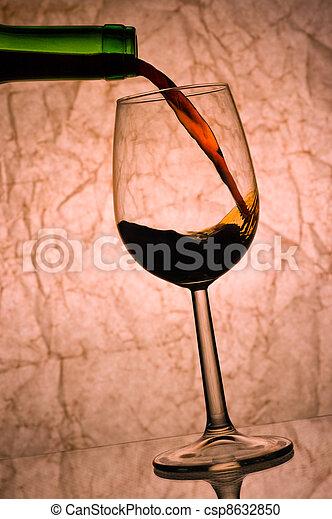 pouring., 赤ワイン - csp8632850