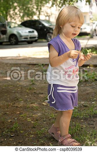 pourpre, petite fille, complet - csp8039539