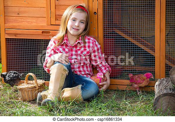 poussins, mue, jouer, éleveur, blonds, paysan, propriétaire ranch, poulet, poules, girl, tracteur, gosse - csp16861334