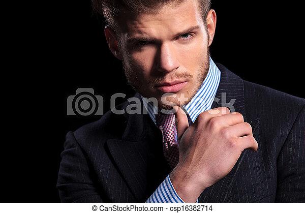 poważny, zamyślony, młody, handlowiec - csp16382714