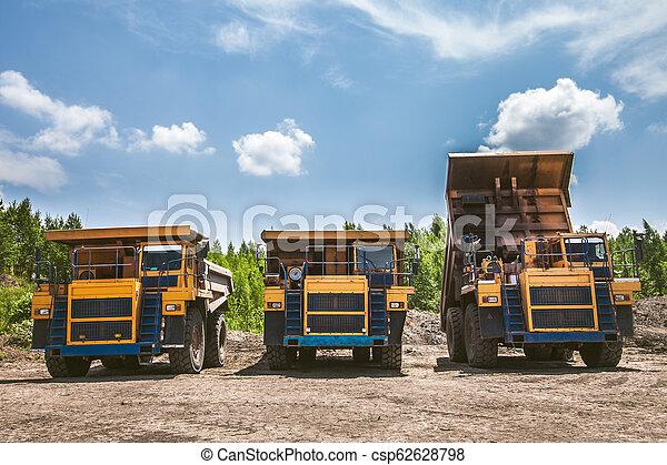 prêt, travail, camions décharge - csp62628798