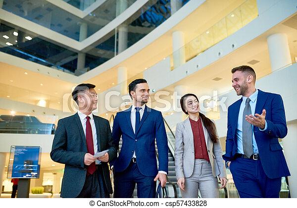 praca, grupa, młody, handlowy zaludniają - csp57433828