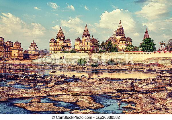 pradesh, inde, royal, cenotaphs, orchha, madhya - csp36688582