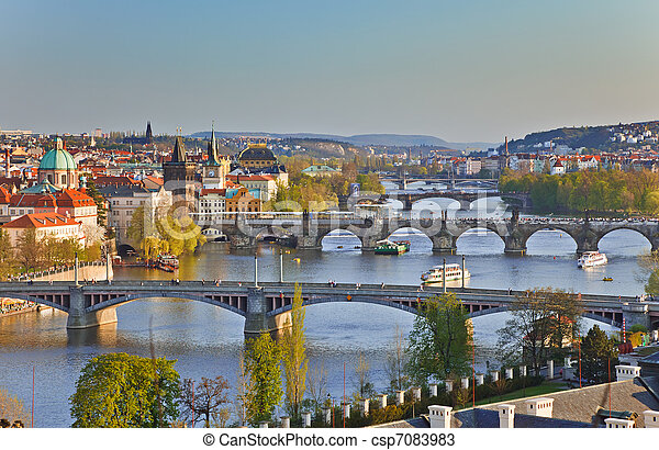 Ver Praga al atardecer - csp7083983