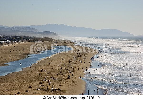praia, nebuloso - csp12136119