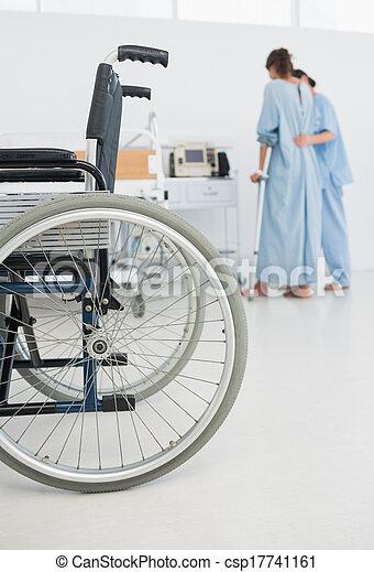 premier plan, docteur, fauteuil roulant, patient, promenade, portion - csp17741161