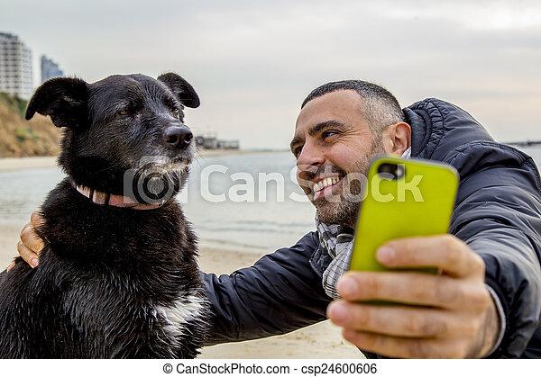prendre, selfie, grincheux, chien - csp24600606